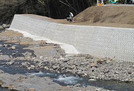 平成25年度 一級河川黄瀬川局地豪雨緊急対策事業(河川)工事(護岸工)